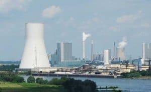 Kohenmonoxid entsteht zu einem großen Teil durch die industrielle Verbrennung fossiler Brennstoffe.